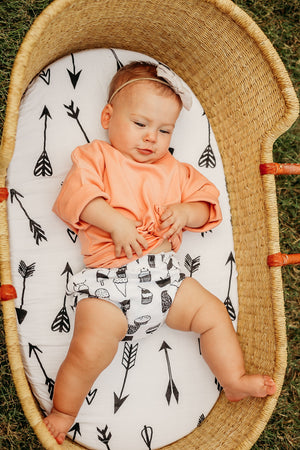 Load image into Gallery viewer, Versatile Moses Basket / Bassinet / Small Changing Pad Sheet -  Arrows