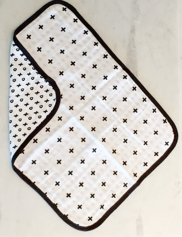 Load image into Gallery viewer, 4 Layer  Organic Cotton Muslin Burp Cloth -  REVERSIBLE Swiss Cross + XO
