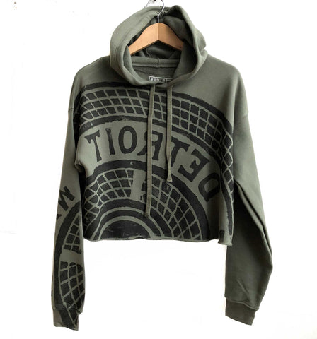 Manhole Cover Women's Cropped Pullover Hoodie, Military Green - Detroit Tire Print