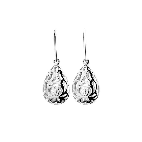 Womens sterling silver tear-drop earrings with cut-out intricate filigree work hung on swing hooks, 17mm long, ref 6946.