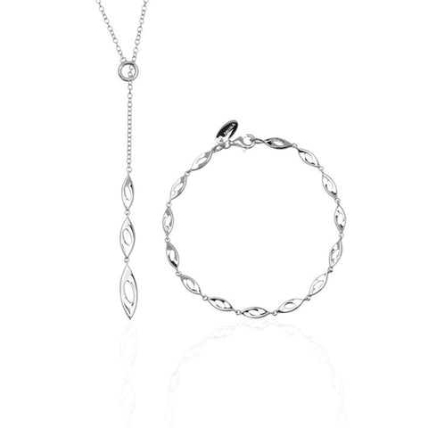 Osa pendant necklace + matching bracelet set.  They have open, sterling silver, almond-shaped links. The necklace is a Y-shaped chain with a pendant 5cm long.
