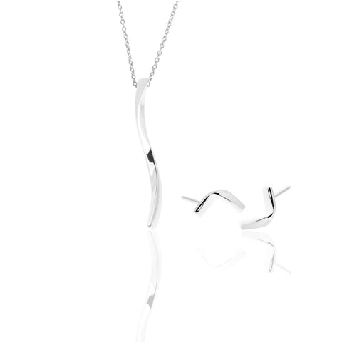 Siza set with a silver bar pendant bar with a slight twist, hung on a fine silver chain with Stella stud earring with a slick bend-shaped design.