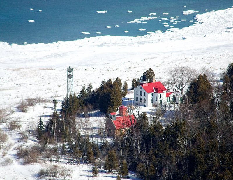 5 Michigan Lighthouses That Are Stunning During the Winter