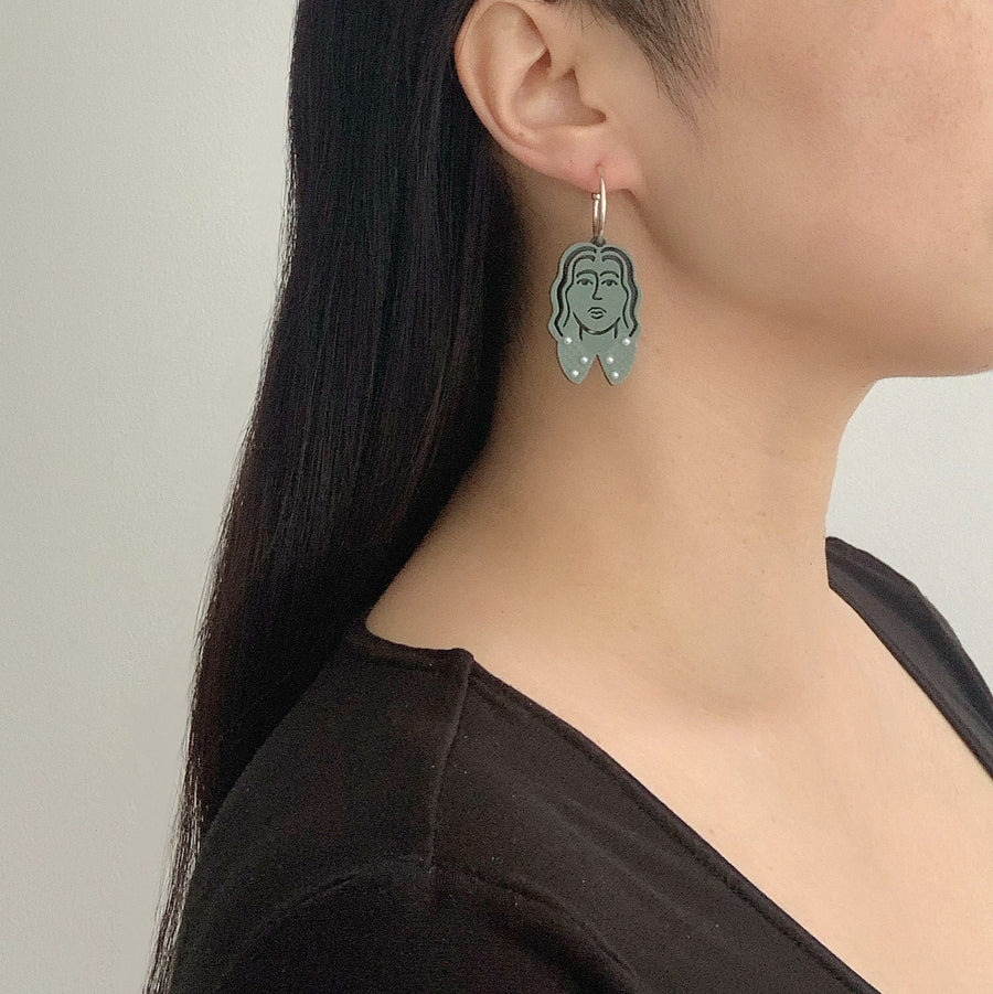 Amelie Face Hoop Earrings in Pine