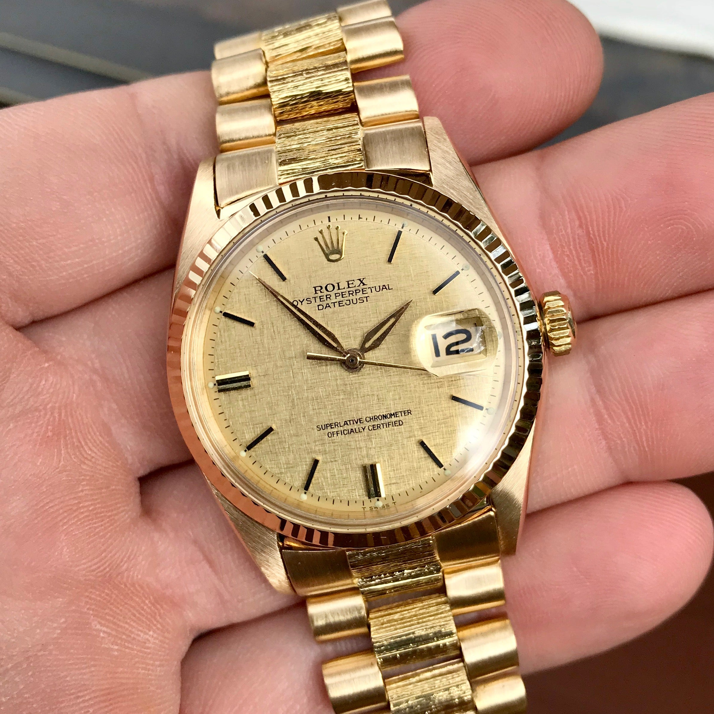 Vintage Rolex Datejust 1601 18K Yellow Gold Champagne Linen Bark Automatic Wristwatch - Hashtag Watch Company
