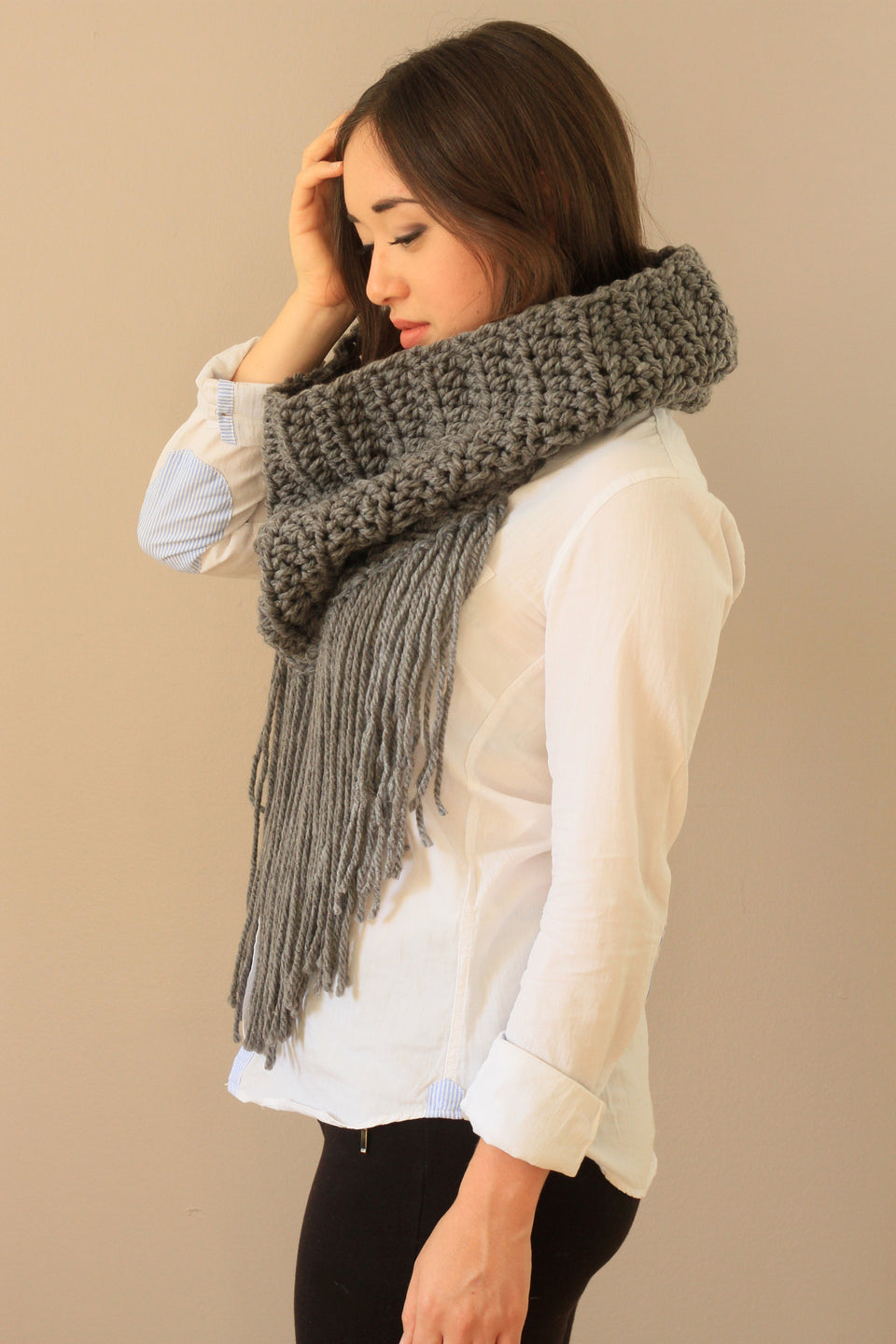 grey fringe scarf pretty fall winter fashionista trendy miyuki crochet