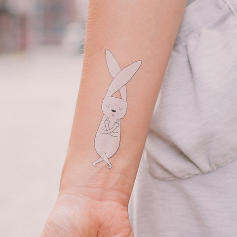 tattly | fingers crossed temporary tattoo | www.theminilife.com