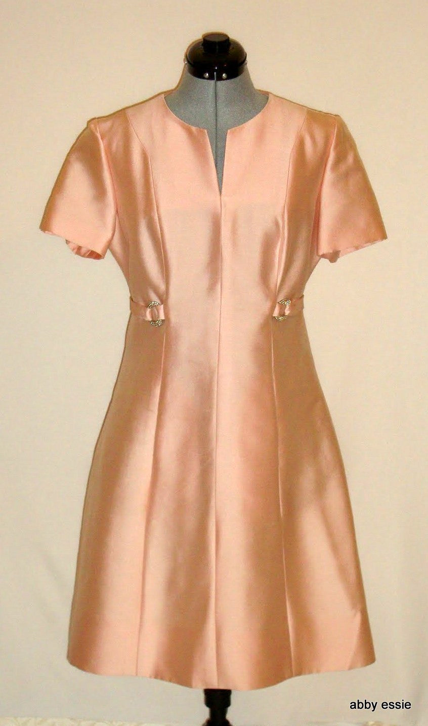 VINTAGE LISBETH WOLFFE PINK PEACH SATIN COCKTAIL SHEATH RHINESTONE DRESS MEDIUM