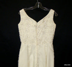 VINTAGE MIKE BENET CREAM WHITE FLORAL ROSETTE DESIGN WEDDING DRESS SMALL