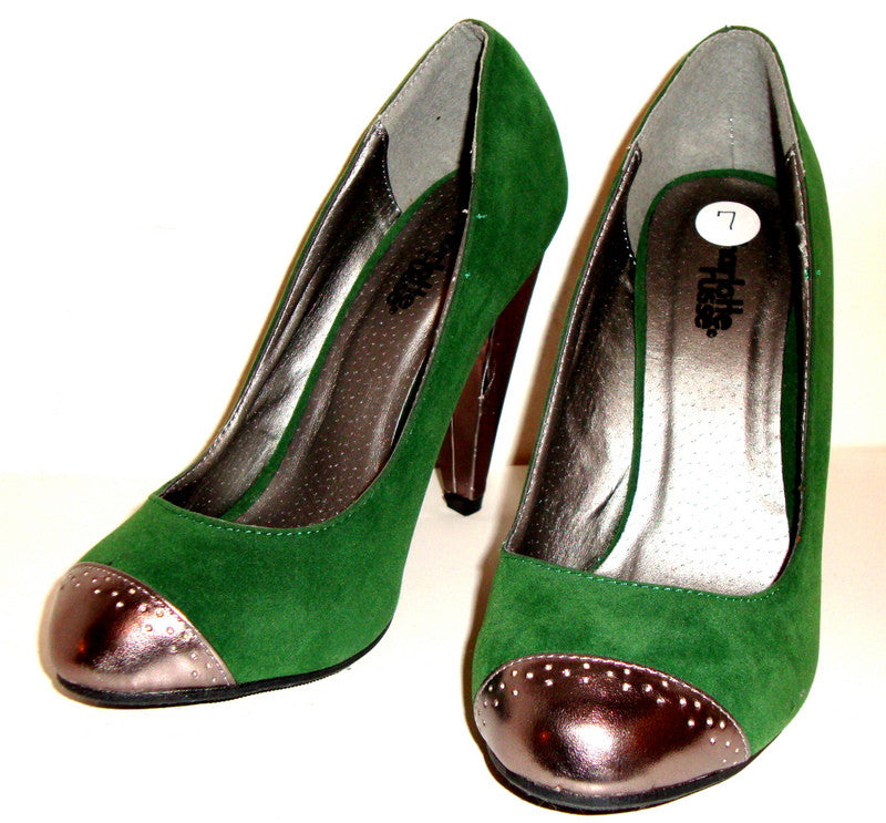 CHARLOTTE RUSSE – GREEN VELVET / SUEDE HIGH HEEL PUMPS W/ PEWTER TIP & HEEL SZ 7 – SHOES PUMPS