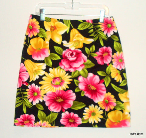 BRIGGS PETITE BLACK PINK & YELLOW FLORAL SHORT STRETCH SKIRT SZ 6P LSK-300