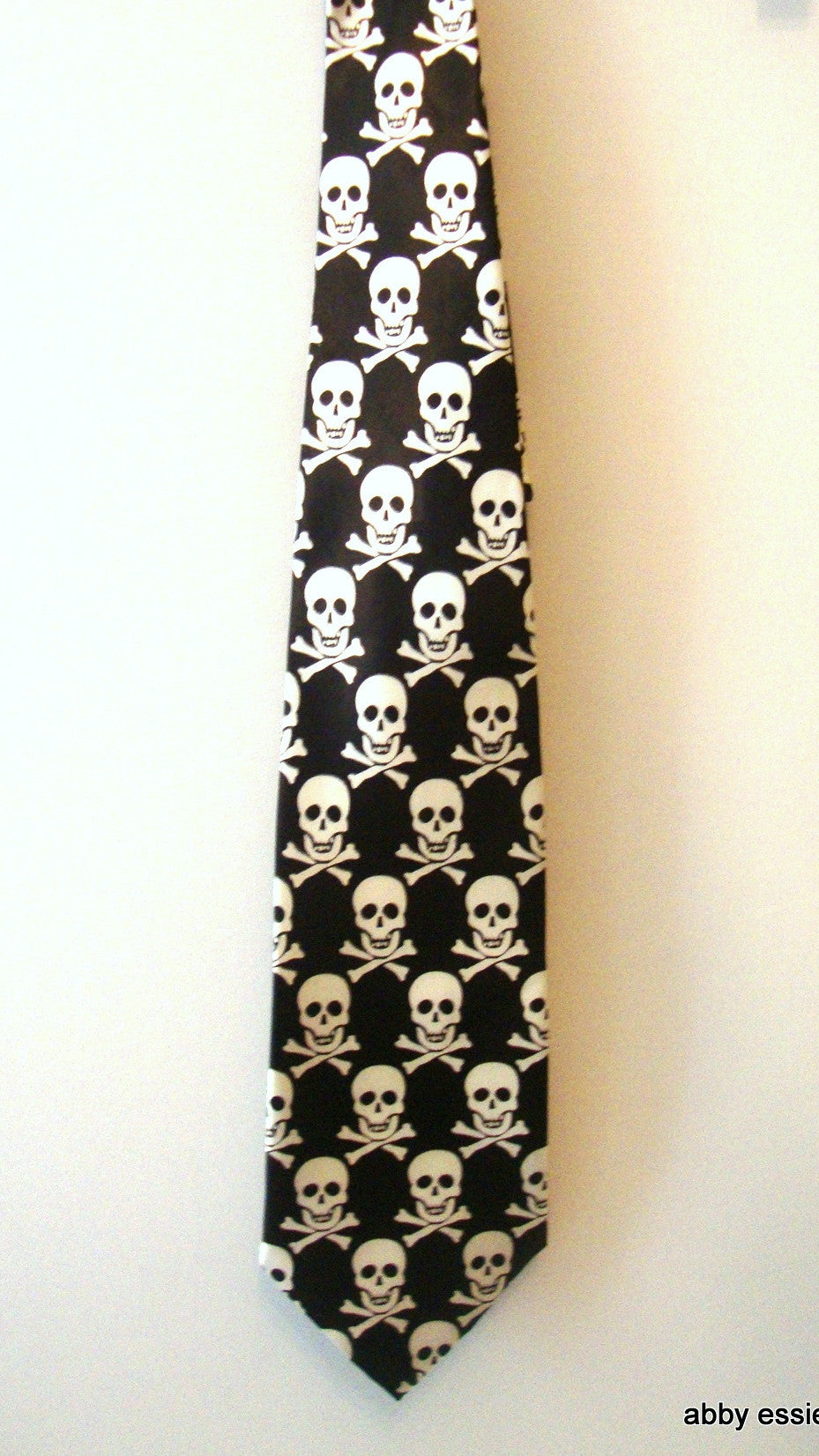 NWOT SKULL BLACK WHITE ROCK STAR SILK TIE