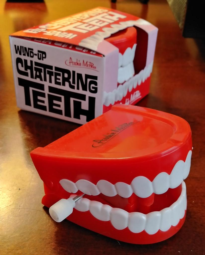 Chattering Teeth With Box