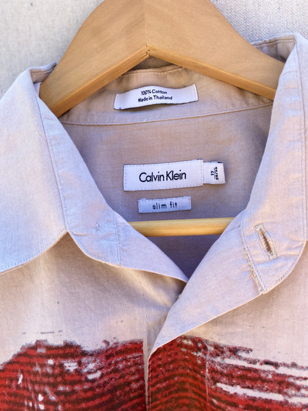 CLOSE UP VIEW OF CALVIN KLEIN TAG / LABEL.