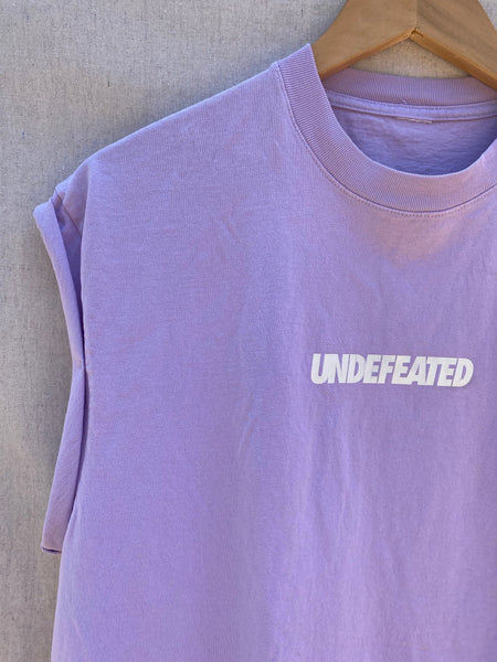 CLOSE UP FONT UPPER RIGHT NECK AND SLEEVES. UNDEFEATED PRINTED ON CHEST AREA.