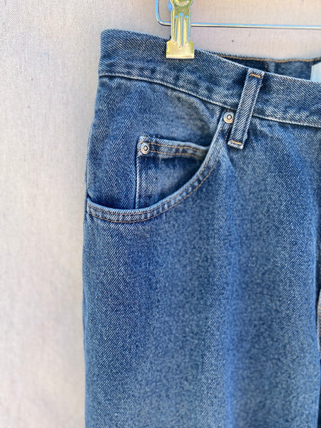 CLOSE UP OF JEANS COIN POCKET.