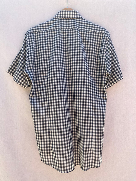 BACK VIEW OF CHECK PLAID SHORT SLEEVE SHIRT.