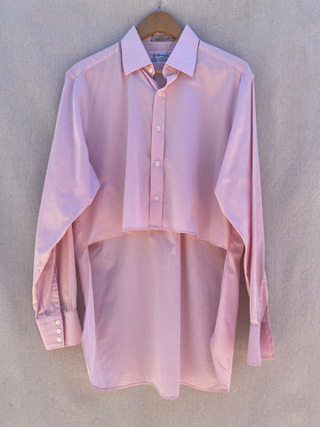 FRONT VIEW OF HI-LO BUTTON DOWN LONG SLEEVES SHIRT IN PINK.