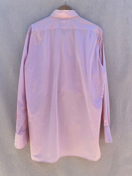 VIEW OF BACK LONG SLEEVES BUTTON DOWN SHIRT IN PINK.