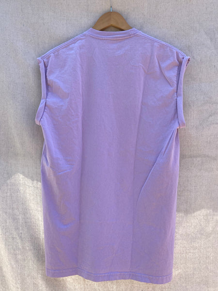 FULL VIEW OF BACK MUSCLE TEE IN PERIWINKLE.