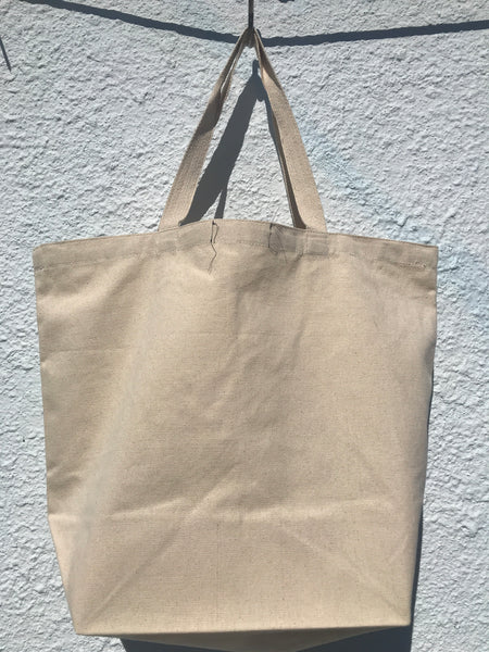 BACK VIEW OF TOTE BAG IN NATURAL MUSLIN COLOR. NO PRINT ON THE BACK SIDE.