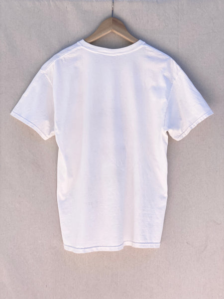 BACK IMAGE OF WHITE T-SHRT.