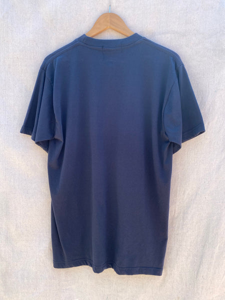 BACK VIEW OF T-SHIRT IN NAVY.