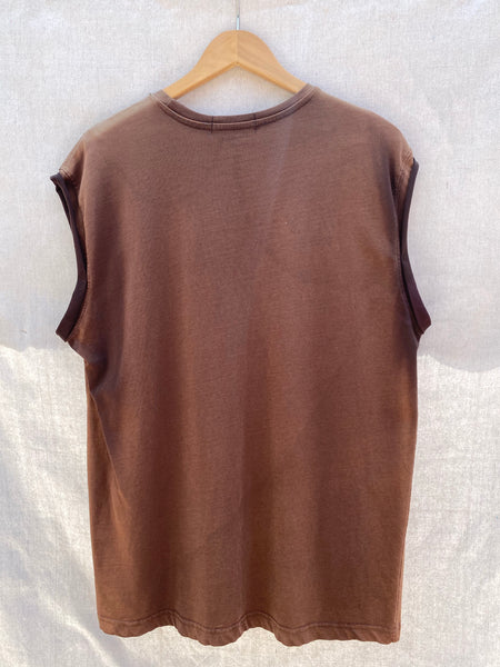 FULL VIEW OF BACK MUSCLE TEE IN FADED BROWN.