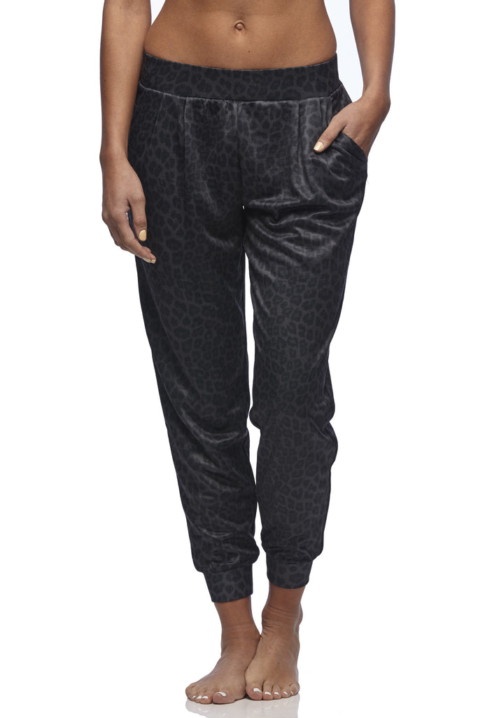 Vie Active - Tandi Jogger Pant in Black Leopard print