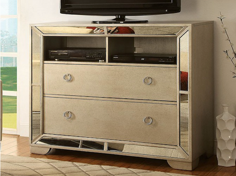 Loraine Media Chest