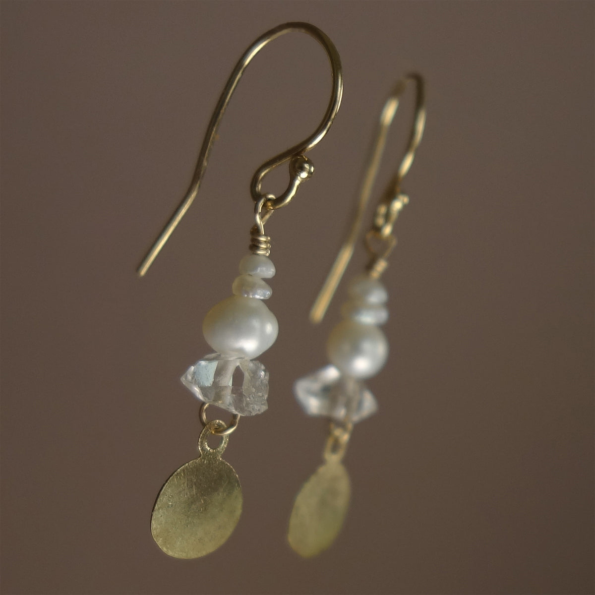 Sweet Aphrodite gold and pearl earring