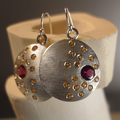 Constellation earring (garnet and yellow sapphire)