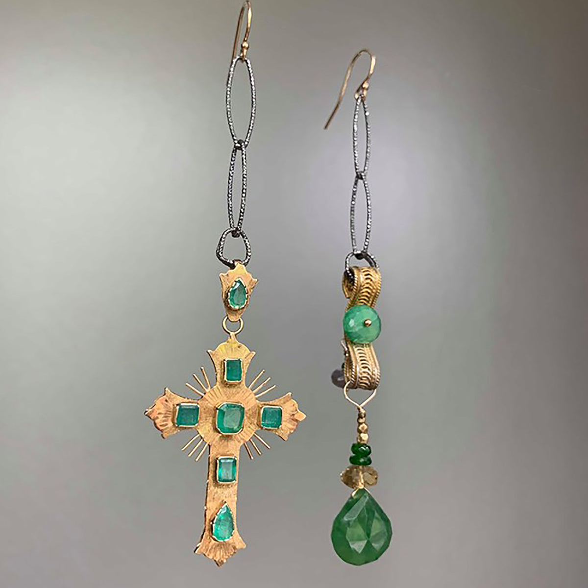 Vintage Gold and Emeralds earring