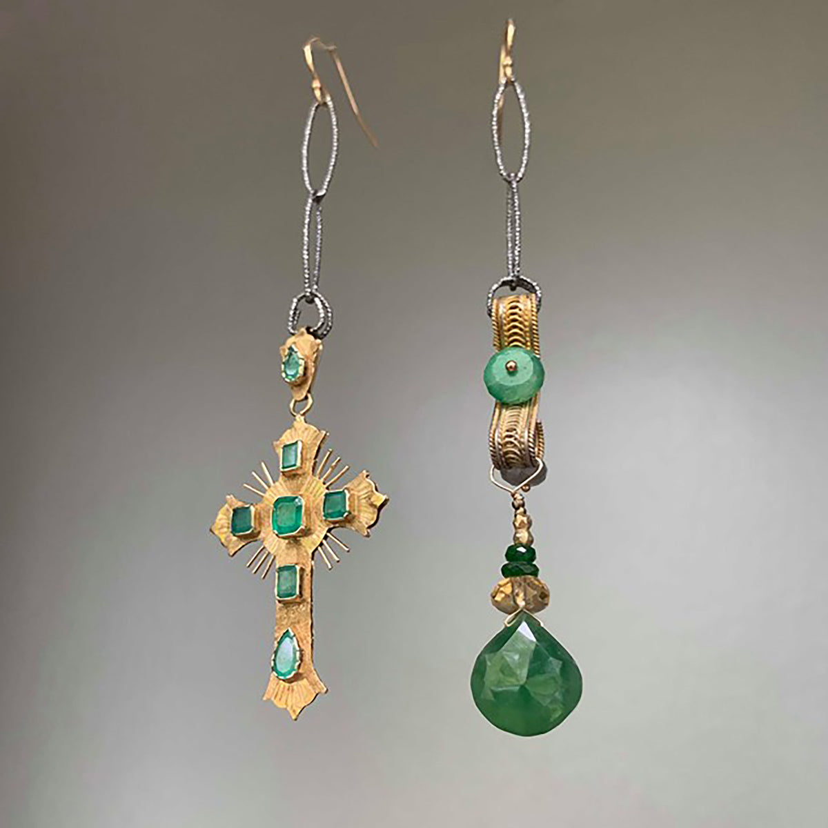 Vintage Colombian Gold and Emeralds earring