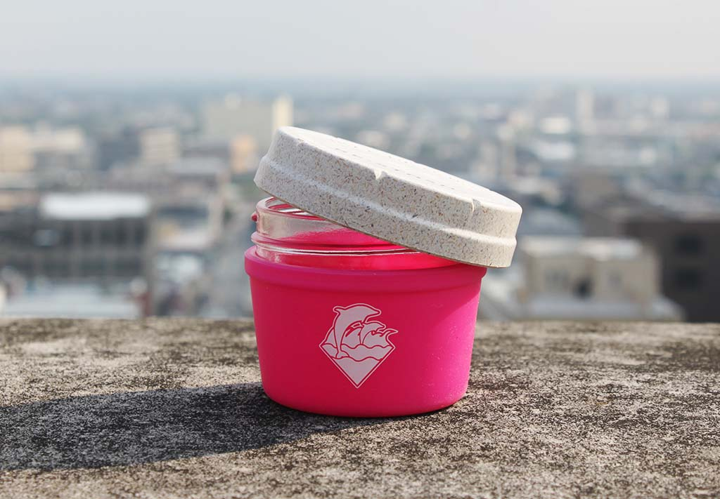 "4oz Pink Dolphin ""Waves Puff"" Re:Stash"