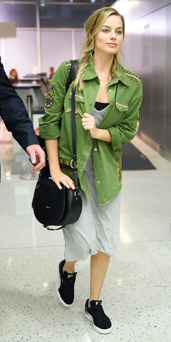 what to wear on a plan, celebrity style airport, plane outfits,