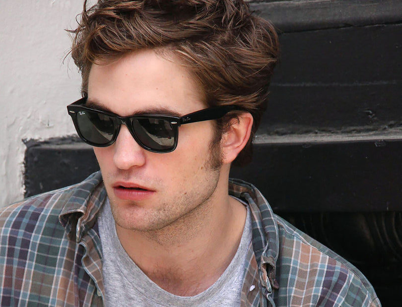 Robert Pattinson usa Ray-Ban Wayfarer - Óculos Store d9cd1f3a62