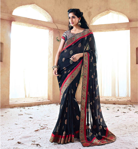 33215A BLACK SAREE FROM BOLLYWOOD MOVIE HOLIDAY RTHS33215A - STYLSIHBAZAAR - HOLIDAY - AKSHAY KUMAR - SONAKSHI SINHA
