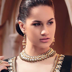 Jewellery - Brilliant combination of golden Necklace and light golden earrings