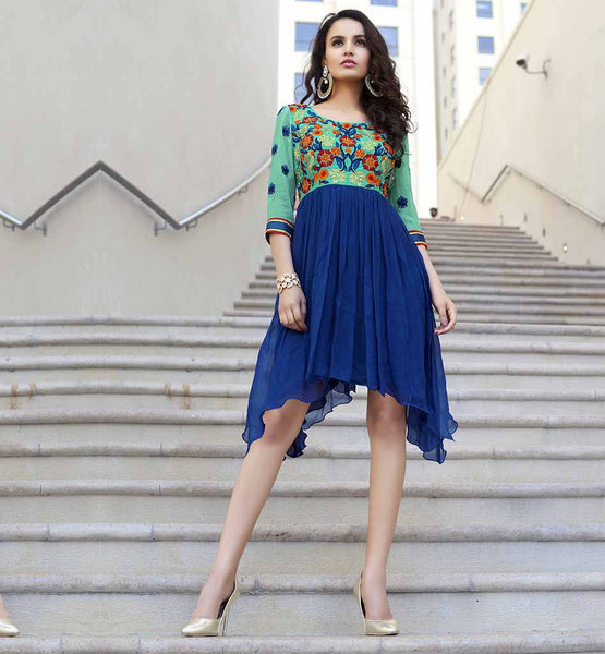MODERN KURTI DESIGNS OF FLORAL EMBROIDERY ON STYLISH TOPS COLLECTION NEW BOAT SHAPE OF SIDE DOWN AND CENTER UP PLEATED SKIRT STYLE STYLIST DRESS