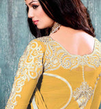 9005b Ayehsa Takia photgraph in salwar kameez from back side