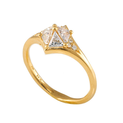Star engagement ring with Five Triangle Cut Diamonds9