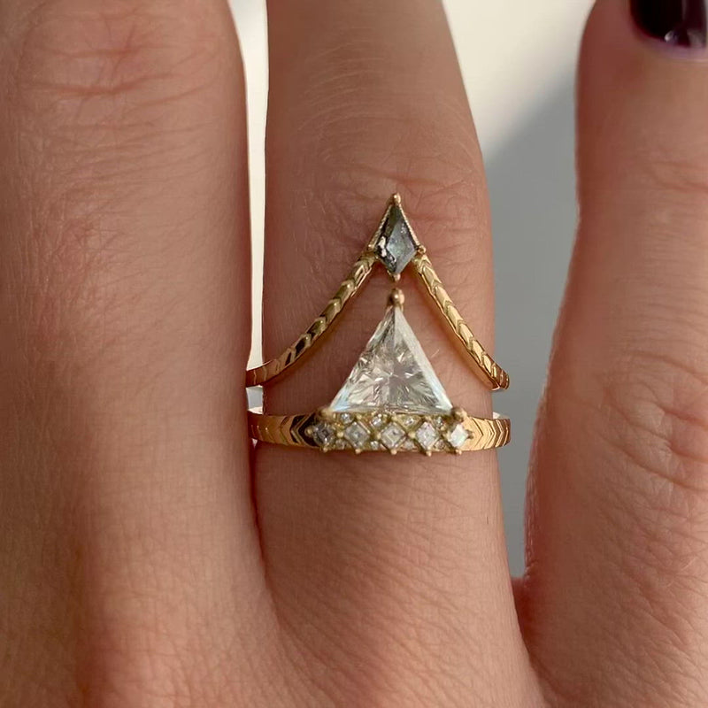 Engraved-Chevron-Ring-with-a-Salt-and-Pepper-Kite-Diamond-video