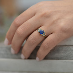 Blue-and-Teal-Sapphire-Cluster-Ring-moment