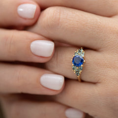 Blue-and-Teal-Sapphire-Cluster-Ring-side-shot