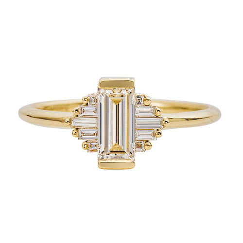 Classic-Art-Deco-Engagement-Ring-with-Baguette-Cut-Diamonds-closeup