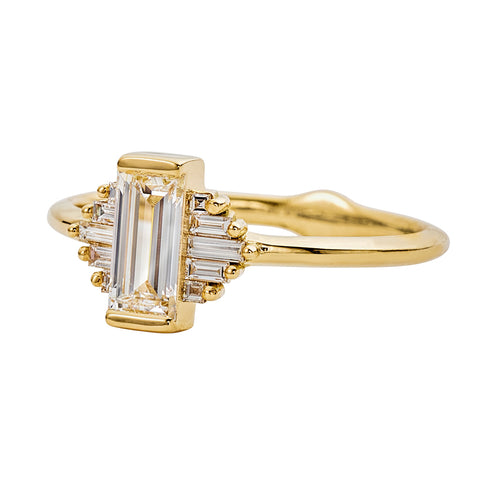 Classic-Art-Deco-Engagement-Ring-with-Baguette-Cut-Diamonds-side-closeup