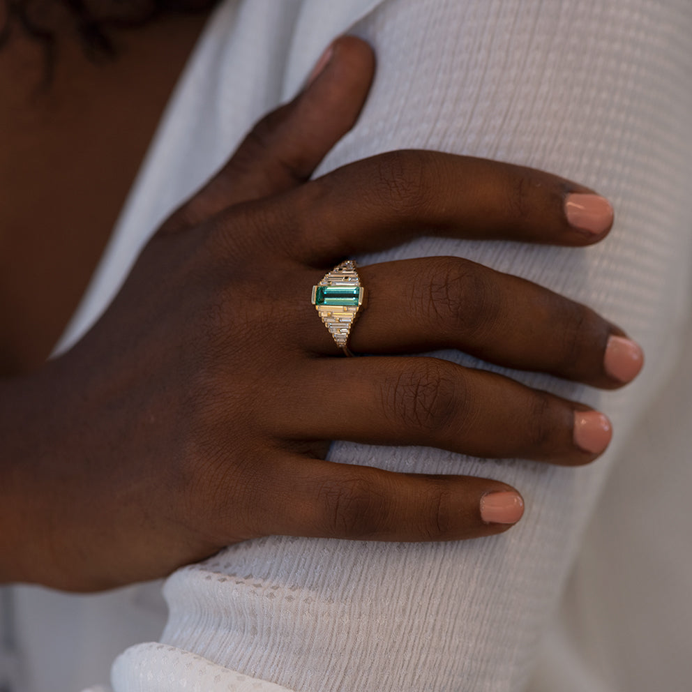 Emerald Ring with needle baguette Diamonds smile shoulder