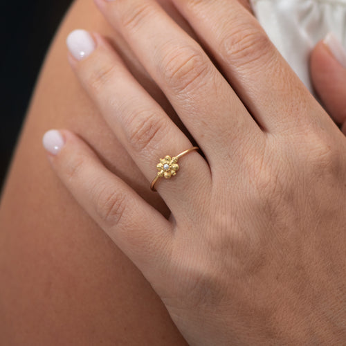 Dainty-Gold-Flower-Ring-Seed-Pearl-Ring-moment-side