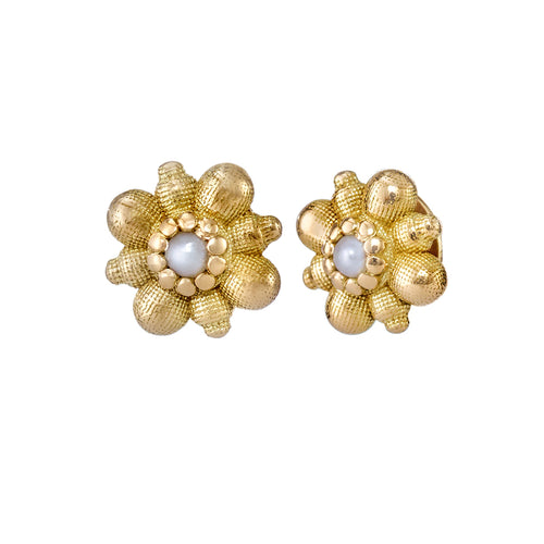 Dainty-Gold-Flower-Stud-Earrings-with-White-Seed-Pearl-closeup
